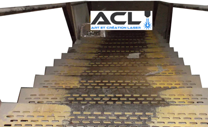 Non slip stairs - Escalier a limon central ...